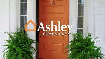 Ashley HomeStore Labor Day Mattress Sale TV Spot, 'Colchones' [Spanish] - Thumbnail 1