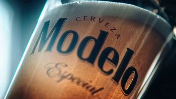Modelo TV Spot, 'Hispanic Football Greats Fighting to Pave the Way'