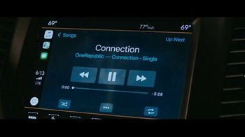 Jeep Summer of Jeep TV Spot, 'VIP: Apple Music' Song by OneRepublic [T2] - Thumbnail 3