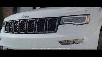 Jeep Summer of Jeep TV Spot, 'VIP: Apple Music' Song by OneRepublic [T2] - Thumbnail 5