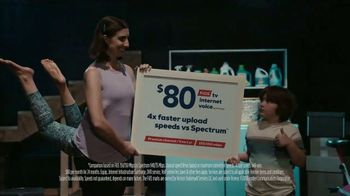 Frontier Communications TV Spot, 'Stuck in a Yoga Pose' - Thumbnail 8