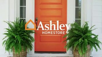 Ashley HomeStore Friends & Family Sale TV Spot, 'Sofas, Beds & Dining Sets' - Thumbnail 1