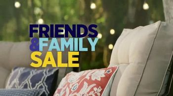 Ashley HomeStore Friends & Family Sale TV Spot, 'Sofas, Beds & Dining Sets' - Thumbnail 2