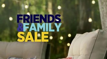 Ashley HomeStore Friends & Family Sale TV Spot, 'Sofas, Beds & Dining Sets' - Thumbnail 3