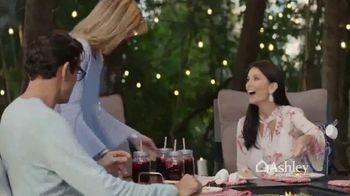 Ashley HomeStore Friends & Family Sale TV Spot, 'Sofas, Beds & Dining Sets' - Thumbnail 4