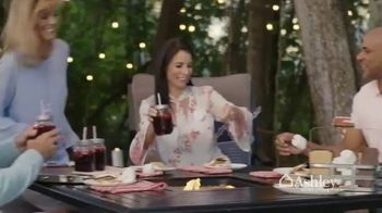Ashley HomeStore Friends & Family Sale TV Spot, 'Sofas, Beds & Dining Sets' - Thumbnail 5