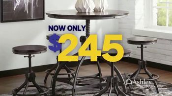 Ashley HomeStore Friends & Family Sale TV Spot, 'Sofas, Beds & Dining Sets' - Thumbnail 7