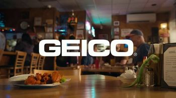 GEICO Motorcycle TV Spot, 'Spicy Wings' - Thumbnail 9