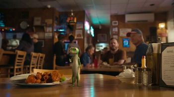 GEICO Motorcycle TV Spot, 'Spicy Wings' - Thumbnail 7