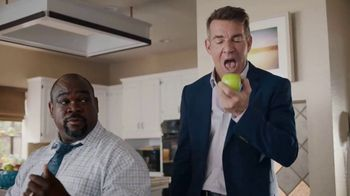 Esurance TV Spot, 'It's Surprisingly Painless' Featuring Dennis Quaid - Thumbnail 8
