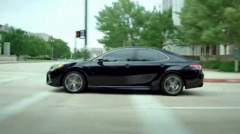 2018 Toyota Camry TV Spot, 'Jaw-Dropping Design' [T1] - Thumbnail 4