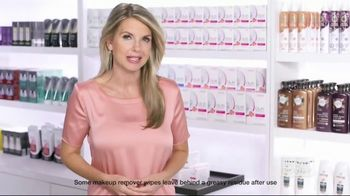 Olay Daily Facials TV Spot, 'Convenient' - 2825 commercial airings