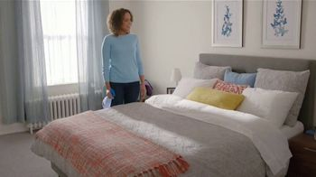 Febreze FABRIC Refresher Extra Strength TV Spot, 'Siempre fresco' [Spanish] - Thumbnail 7