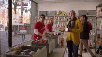 Wells Fargo TV Spot, 'Temporada de dar' [Spanish] - Thumbnail 7