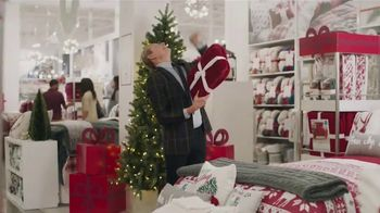 JCPenney TV Spot, 'Holidays: Sprucing Up' Featuring Carson Kressley - Thumbnail 6