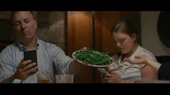 Common Sense Media TV Spot, 'Device-Free Dinner: Green Beans' Featuring Steve Young, Jerry Rice - Thumbnail 6