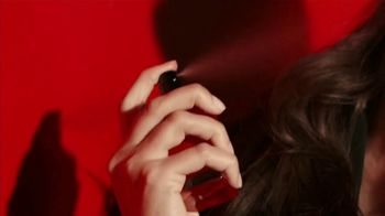 Giorgio Armani Sì Passione TV Spot, 'Otra faceta de Sì' con Sara Sampaio [Spanish] - Thumbnail 4