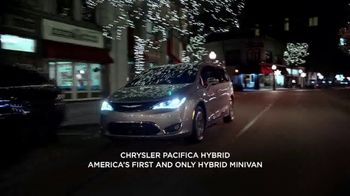 Chrysler Black Friday Sales Event TV Spot, 'Holiday Thoughts' Featuring Kathryn Hahn [T2] - Thumbnail 1