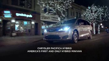 Chrysler Black Friday Sales Event TV Spot, 'Holiday Thoughts' Featuring Kathryn Hahn [T2] - Thumbnail 2
