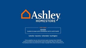 Ashley HomeStore Memorial Day Sale TV Spot, 'Beat the Crowds' - Thumbnail 8