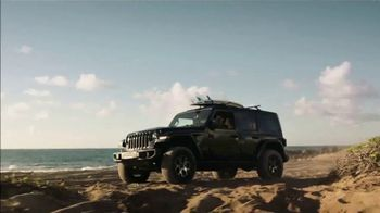 Jeep TV Spot, 'World Surf League: Crazy Passionate' Song by The Drums [T1] - Thumbnail 4