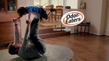 Odor-Eaters Charcoal Foot Scrub TV Spot, 'Out the Window' - Thumbnail 7