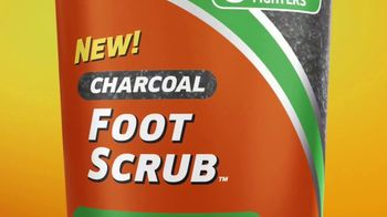 Odor-Eaters Charcoal Foot Scrub TV Spot, 'Out the Window' - Thumbnail 5
