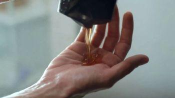 Axe Gold Body Wash TV Spot, 'El tiro' canción de Shanice Ross [Spanish] - Thumbnail 3