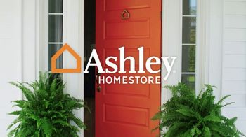 Ashley HomeStore Memorial Day Sale TV Spot, 'Big Savings: Mattresses' - Thumbnail 2