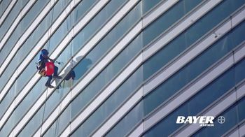 Bayer Aspirin TV Spot, 'Cleaning Windows'