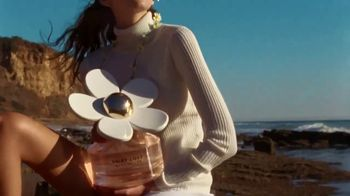 Marc Jacobs Daisy Love TV Spot, 'Beach' Ft Kaia Gerber, Song by Sonic Youth - Thumbnail 6