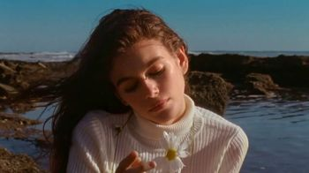 Marc Jacobs Daisy Love TV Spot, 'Beach' Ft Kaia Gerber, Song by Sonic Youth - Thumbnail 7