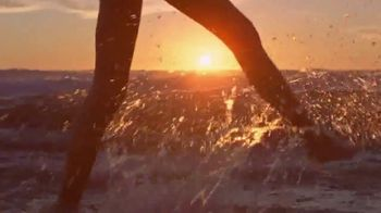 Marc Jacobs Daisy Love TV Spot, 'Beach' Ft Kaia Gerber, Song by Sonic Youth - Thumbnail 9