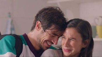 Snuggle Plus SuperFresh TV Spot, 'Love Stinks Social' - Thumbnail 3