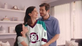 Snuggle Plus SuperFresh TV Spot, 'Love Stinks Social'