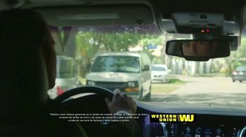 Western Union App TV Spot, 'Envía dinero' con Carlos Calderon [Spanish] - Thumbnail 5