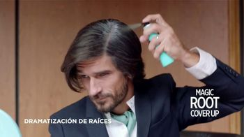 L'Oreal Paris Magic Root Cover Up TV Spot, 'La familia Roots' [Spanish] - Thumbnail 5