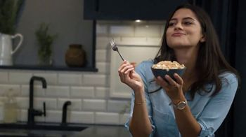 Marie Callender's Creamy Vermont Mac & Cheese Bowl TV Spot, 'Dancing While Eating'