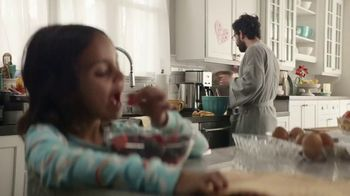 Walmart TV Spot, 'Free Grocery Pickup: Bread and Butter' Song by the Newbeats - Thumbnail 8