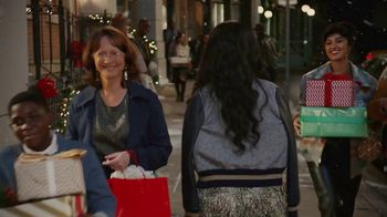 Starbucks Peppermint Mocha TV Spot, 'Holidays: Magic in the Night' Song by Kayla Stockert - Thumbnail 7