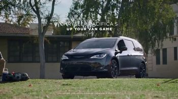 Chrysler Pacifica S TV Spot, 'Soccer Practice: How We Do It' Featuring Kathryn Hahn, Song by Montell Jordan [T1] - Thumbnail 10