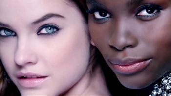 L'Oreal Paris Infallible Pro-Matte Foundation TV Spot, 'Hot Topic' - Thumbnail 4