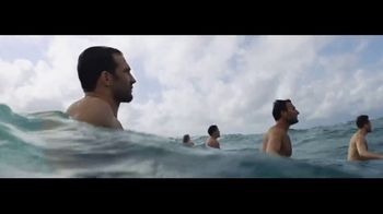 Ralph Lauren Polo Ultra Blue TV Spot, 'Olas' con Luke Rockhold [Spanish] - Thumbnail 4