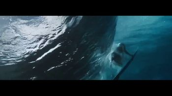 Ralph Lauren Polo Ultra Blue TV Spot, 'Olas' con Luke Rockhold [Spanish] - Thumbnail 7