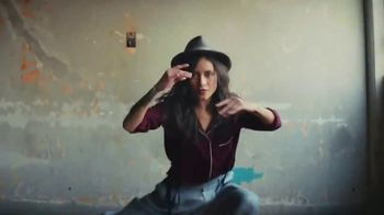 Cerveza Sol TV Spot, 'A Brilliant Mexican Lager' Song by Amandititita - Thumbnail 6