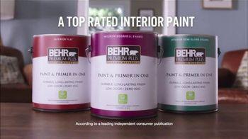 BEHR PREMIUM PLUS Paint Memorial Day Savings TV Spot, 'Overachiever' - Thumbnail 8