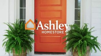 Ashley HomeStore Memorial Day Event TV Spot, 'Sofas and Sleigh Beds' - Thumbnail 1