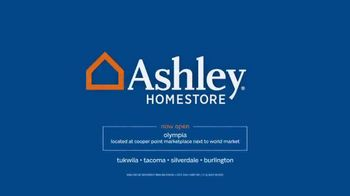 Ashley HomeStore Memorial Day Event TV Spot, 'Sofas and Sleigh Beds' - Thumbnail 10