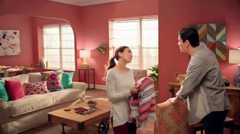 The Home Depot TV Spot, 'Cualquier color' [Spanish] - Thumbnail 8