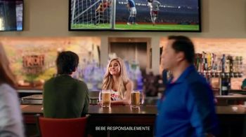 Hooters TV Spot, 'Buddies Cup' [Spanish] - Thumbnail 1